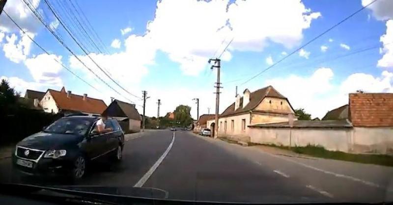 Cum arată un șofer inconștient pe străzile din România? Cam așa…