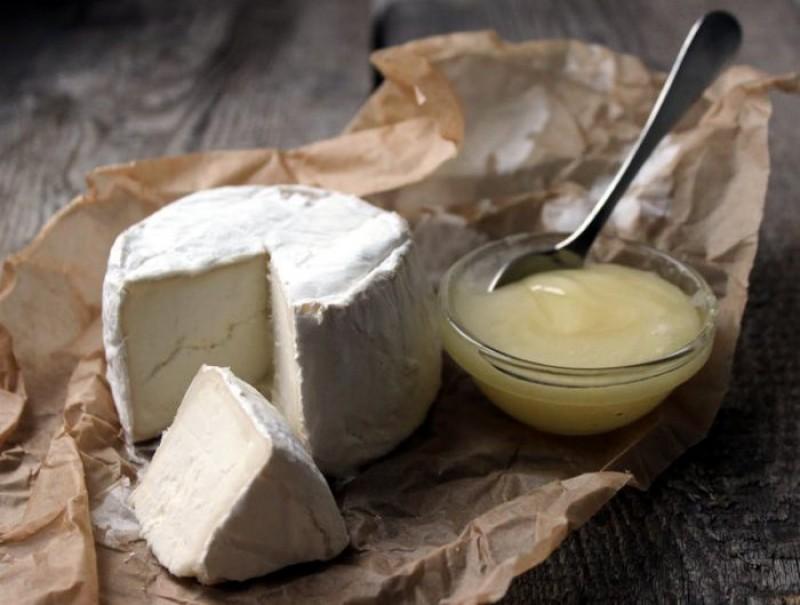 Cum deosebim brânza adevărată de cea contrafăcută