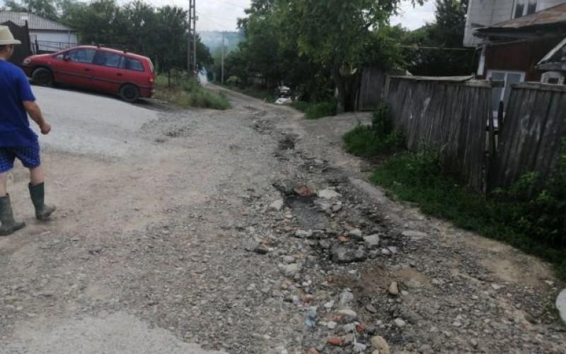 """Cum îşi bat joc autorităţile de zeci de familii din Botoşani. """"Îmi este şi ruşine să chem pe cineva aici pe stradă"""""""