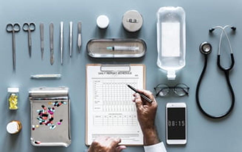 Cum se fură din banii pacienților și de ce ajunge statul să plătească servicii scumpe și de proastă calitate