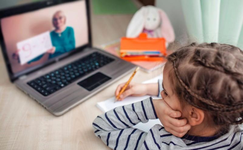 Cum va fi încheiată situația școlară a elevilor care nu pot face lecții online