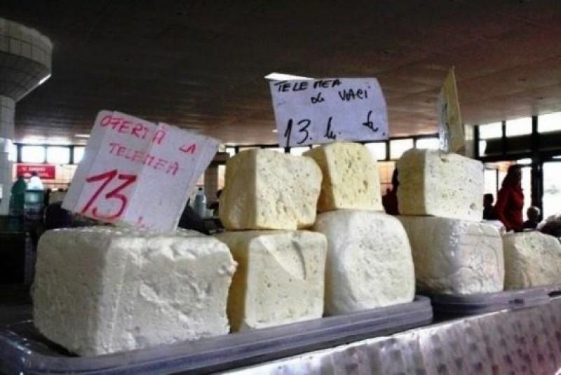Cum verificați foarte ușor dacă brânza cumpărată de la supermarket este chiar brânză sau doar prafuri concentrate?