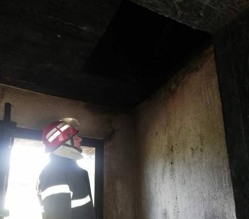 CUMPLIT: O femeie a ars de vie în propria locuință! FOTO