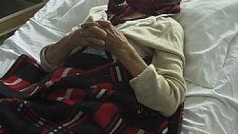 Cutremurător: Se zbate între viață și moarte după ce a fost bătută de propriul fiu!