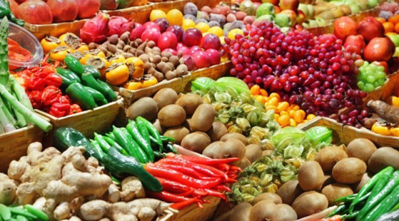 Dacă cumva nu înțelegeți că în România este capitalism sălbatic: Pentru bani, producătorii români au injectat fructele și legumele cu substanțe interzise!