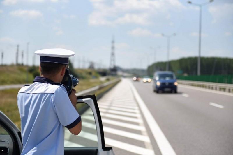 Dacă te pregătești de concediu, e bine să știi și asta: La ce viteză rămâi fără permis pe autostrăzile din România?