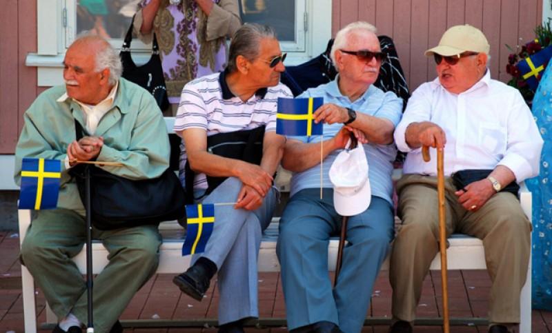 Dacă tot ne place soluția suedeză: Scandinavii le recomandă vârstnicilor să nu se mai izoleze în case