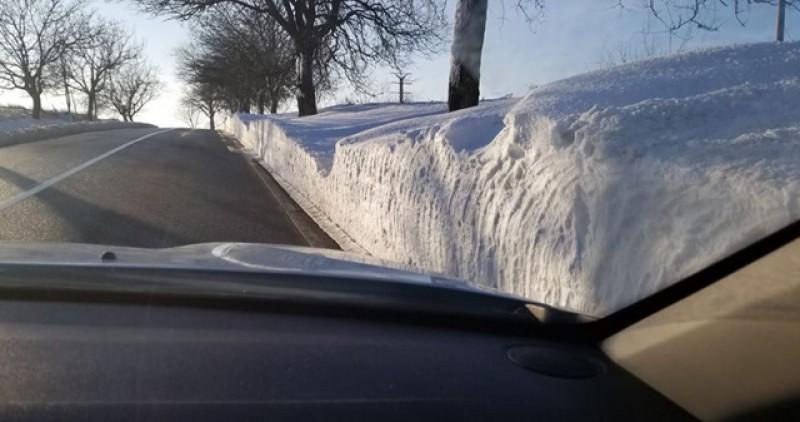 Dacă vă porniți la drum, se circulă în condiții de iarnă în toată regiunea