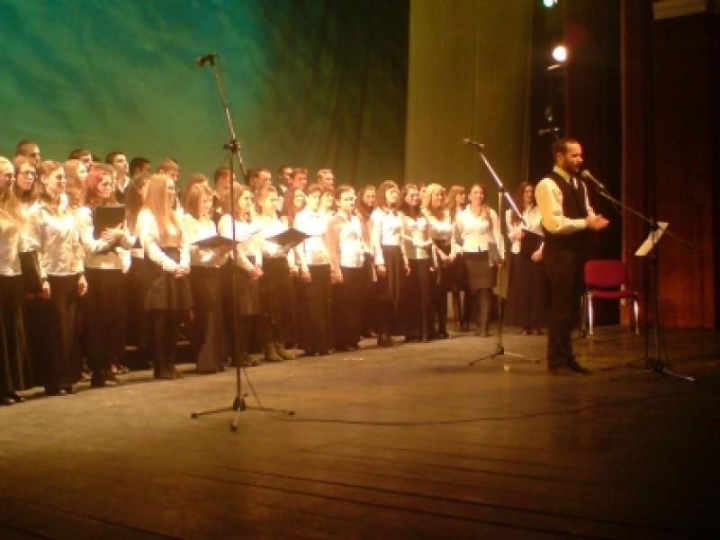Daruieste din inima: Corul Misionar al Mitropoliei Moldovei, in concert caritabil la Botosani! VIDEO