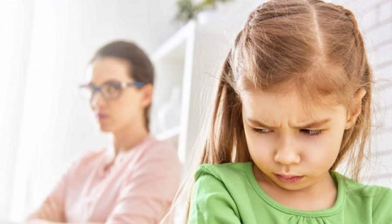 """De ce nu iubesc copiii cartea? Ministrul Educației, despre manualele școlare: """"Sunt construite de profesori pentru profesori""""!"""