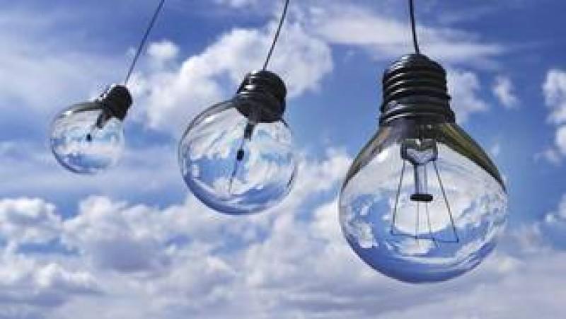 De la 1 ianuarie se scumpeste curentul. Cat platim in plus in functie de ora cand aprindem lumina