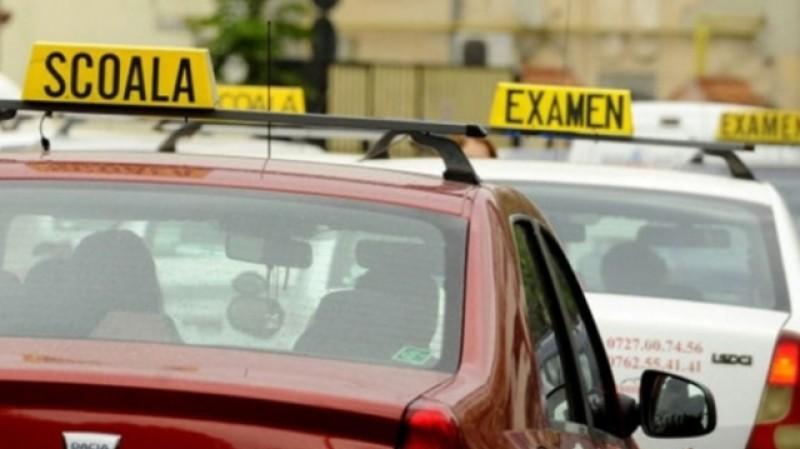 De la 1 iulie nu mai poți obține permisul de conducere dacă nu ai zece clase