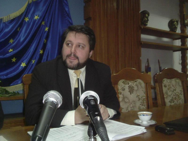 De Mos Nicolae, 40 de copii vor primi cadouri de la prefectul judetului Botosani