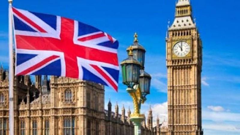 De săptămâna viitoare, toţi călătorii care sosesc în Anglia vor trebui să prezinte un test COVID negativ efectuat în termen de 72 de ore
