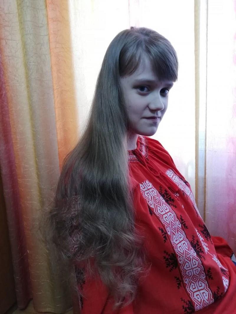 De Ziua României: Alexandra și-a donat părul pentru copiii bolnavi de cancer! FOTO