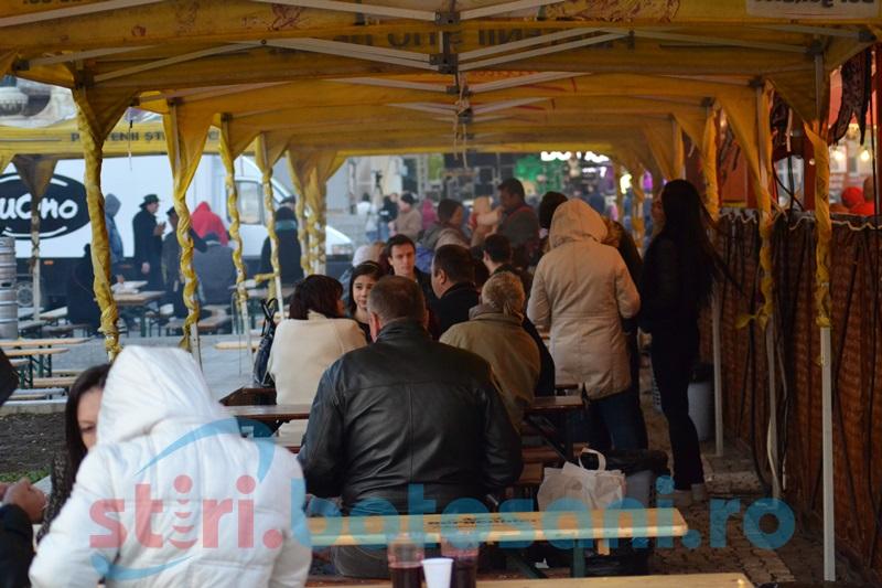 Debut înfrigurat al Zilelor Oraşului! Câteva sute de botoşăneni au ajuns în Centrul Vechi FOTO- VIDEO