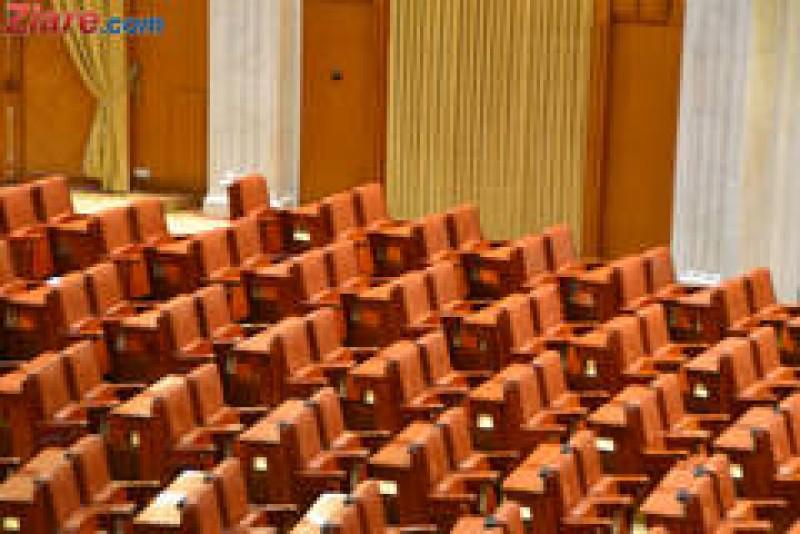 Demisia lui Oprea se amana: Senatorii si-au luat liber luni, pentru a merge la deschiderea anului universitar!