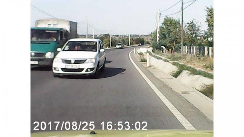 Accident evitat în ultima clipă după o depăşire periculoasă, pe drumul Botoşani-Suceava VIDEO