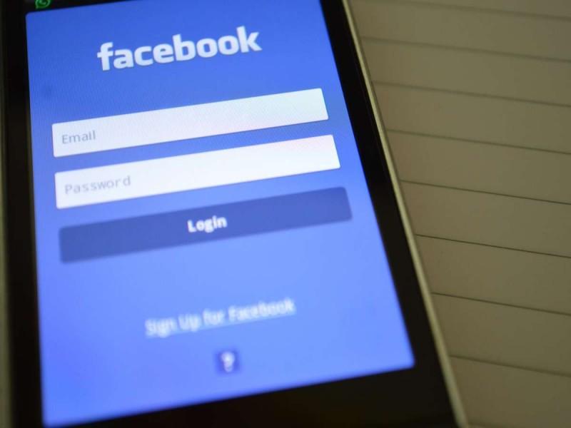 Dependența de Facebook sau aburii alcoolului?