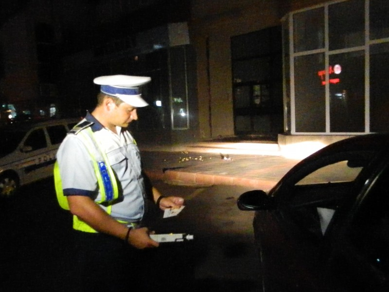 Depistaţi la volan, deşi se aflau sub influenţa alcoolului