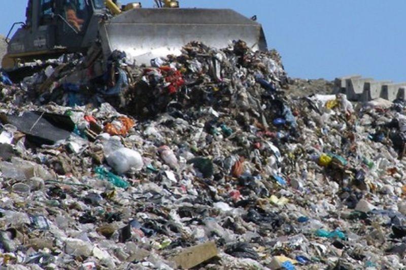 Depozitele de gunoi din apropiere de Rediu nu vor fi închise prea curând