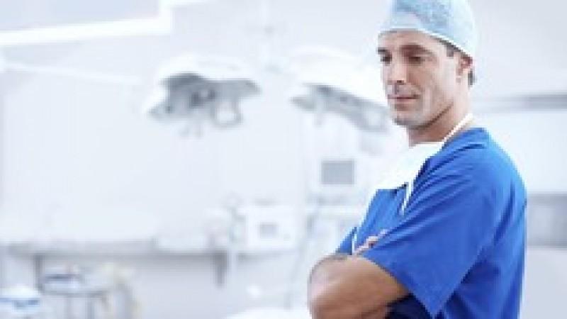 Deputații au decis: Vârsta de pensionare pentru medici va crește, din lipsă de personal