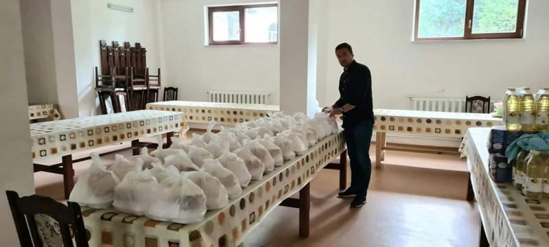 Deputatul Răzvan Rotaru a oferit o masă caldă pentru zeci de persoane nevoiașe