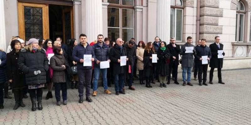 Desolidarizare de breaslă: 30 de preşedinţi şi secunzii lor din tribunale cer CSM să restabilească limitele în care judecătorii se pot manifesta public