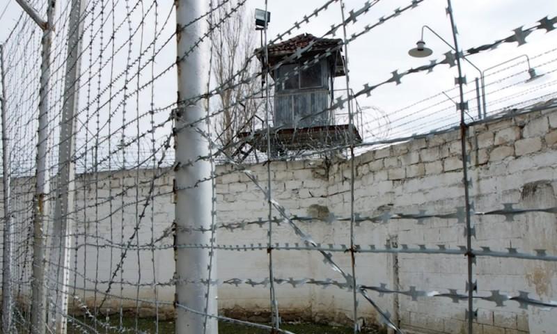 Deținutul care făcea greva foamei în Penitenciarul din Botoșani, ridicat și dus la audieri la București
