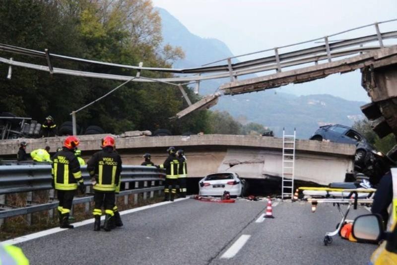 Dezastru în Italia! Pod prăbușit sub greutatea unui TIR condus de un român: un mort și șase răniți!