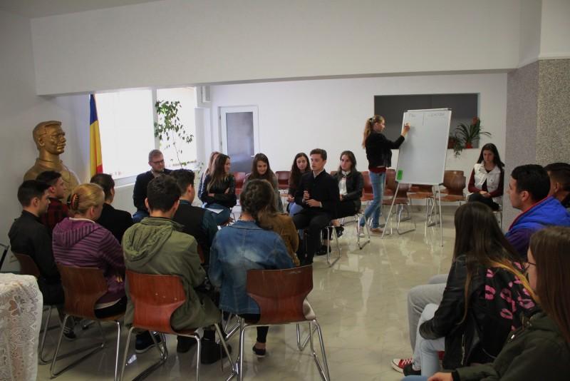 Dezbatere despre modificarea Constituției, la Seminarul Teologic Dorohoi! FOTO