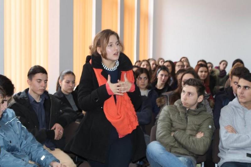 """Dezbatere la Liceul """"Regina Maria"""" Dorohoi: Educația digitală versus educația tradițională - FOTO"""