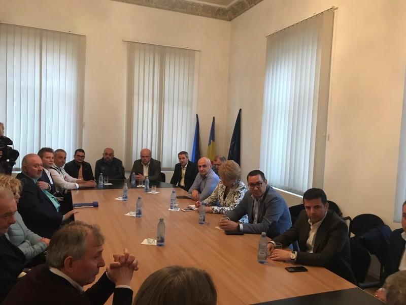 Dezbatere pe teme economice la Camera de Comerţ, cu participarea conducerii Pro România