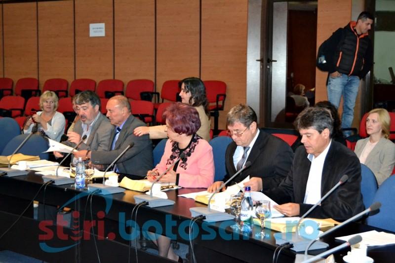 Dezbateri despre preţul reabilitărilor a trei sectoare de drum judeţean în şedinţa CJ