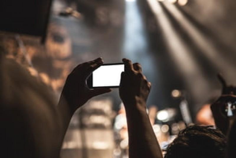 Dilema judecătorilor: Cum calculează un polițist intensitatea muzicii, înainte de a-i amenda pe amatorii de petreceri?