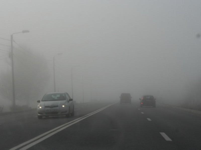 Dimineață cu cod galben de ceață, în Botoșani