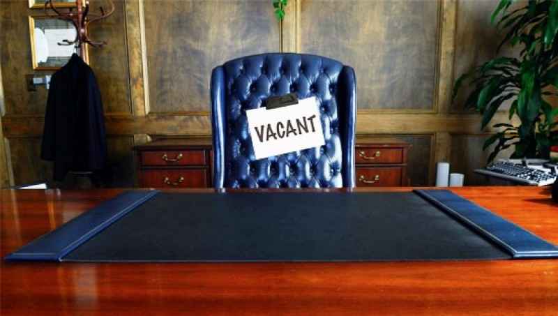 Din poziția de interimar, tânjește la scaunul de șef al Nova Apaserv!