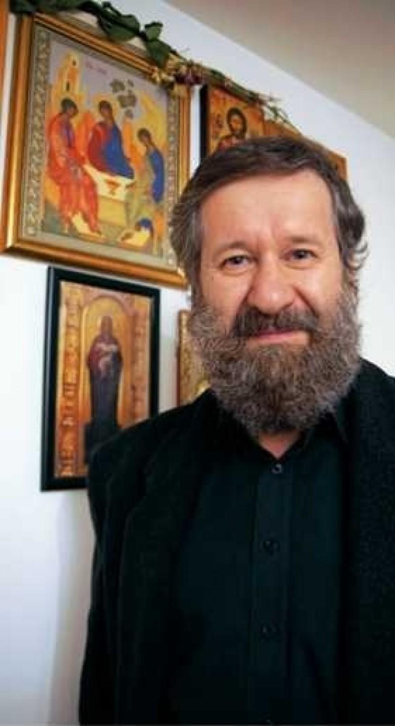"""Din serialul """"La bloc"""", la usa Altarului: MIHAI COADA despre luptele duhovnicesti ale unui actor credincios si razboiul impotriva poporului roman"""