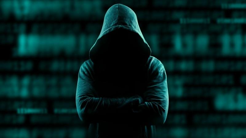 Director de securitate cibernetică, băgat în faliment de hackeri!