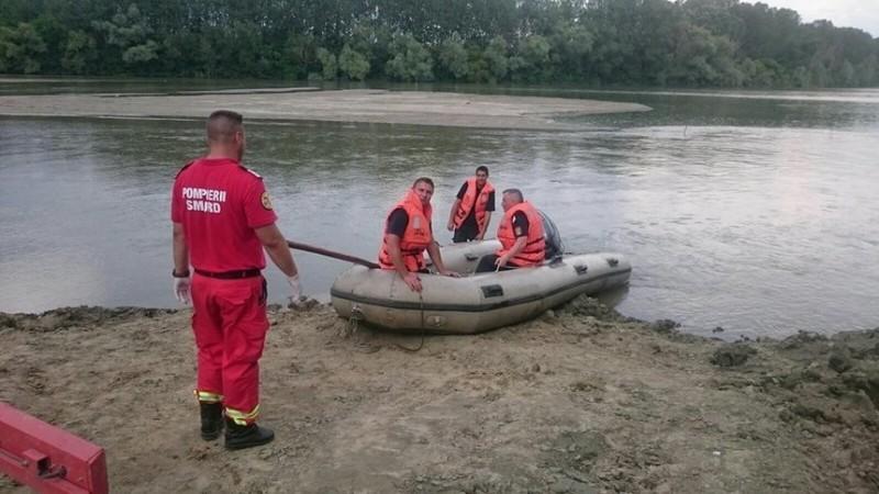 Directorul APIA Cluj, căutat de scafandri în Lacul Beliş după ce ar fi căzut dintr-o barcă