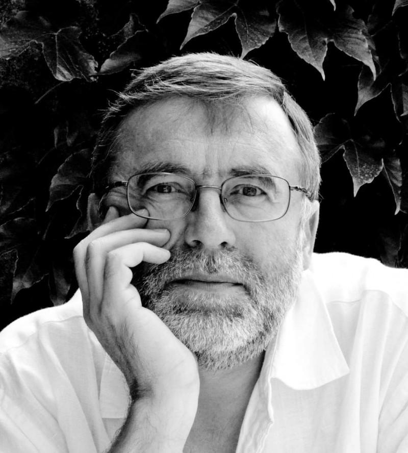 """Directorul onorific al Teatrului """"Vasilache"""", recompensat de președintele Macron cu o înaltă distincție"""