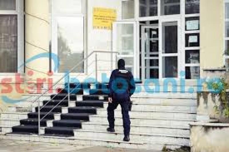 Directorul unei instituţii din Botoşani, suspendat de funcţie!