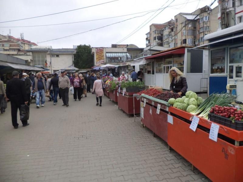 """Directorul Urban Serv: """"I-am amenințat pe comercianții din Piața Mare că venim cu buldozerele"""""""