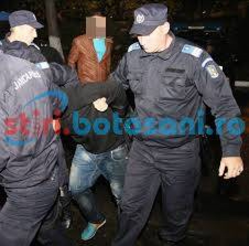 """Discotecă în cartier: Petrecăreţi """"baricadaţi"""" în maşina cu număr de Bulgaria!"""