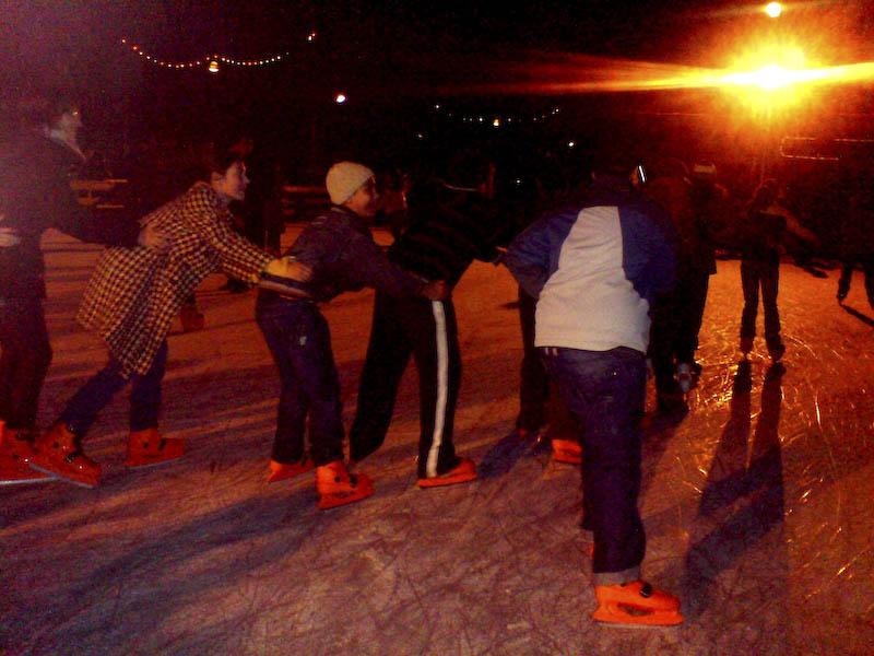 Distractie la patinoar!
