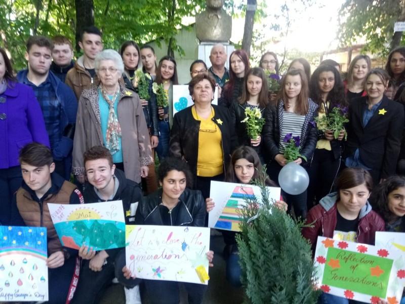 """Distracţie mare de Ziua Europei la Liceul Tehnologic """"Elie Radu"""" - FOTO"""