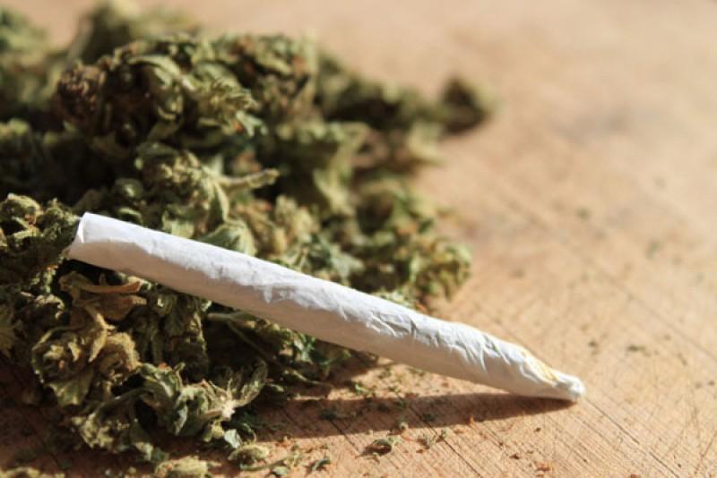 Distribuitor şi consumator de droguri trimis în faţa judecătorilor!