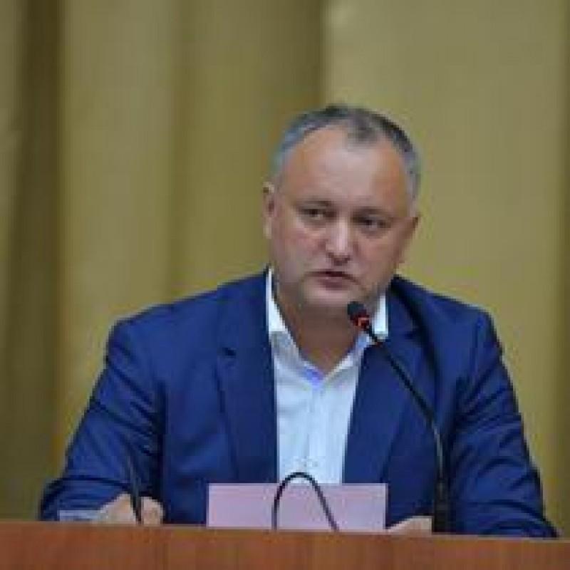 Dodon anunta ca il va lasa pe Basescu fara cetatenia moldoveneasca pana la Anul Nou
