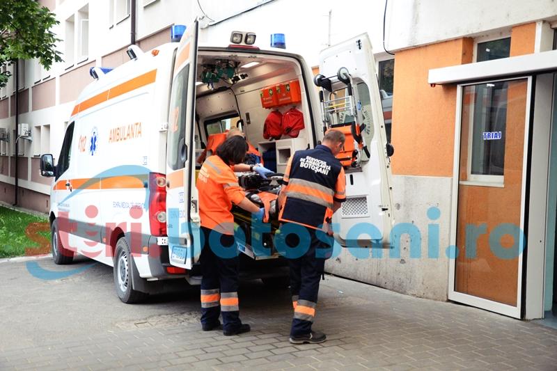 Doi bărbați s-au bătut până când au ajuns la spital! Unul dintre ei a fost trimis la Iași cu mai multe fracturi!