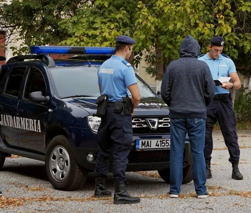 """Doi bătăuși de la Corni care """"făceau legea"""" într-un bar din Botoșani, au fost """"săltați"""" de jandarami!"""